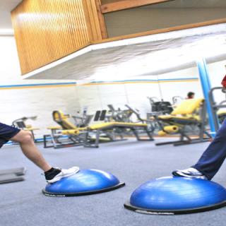 BOSU: Fuerza y equilibrio en los ejercicios